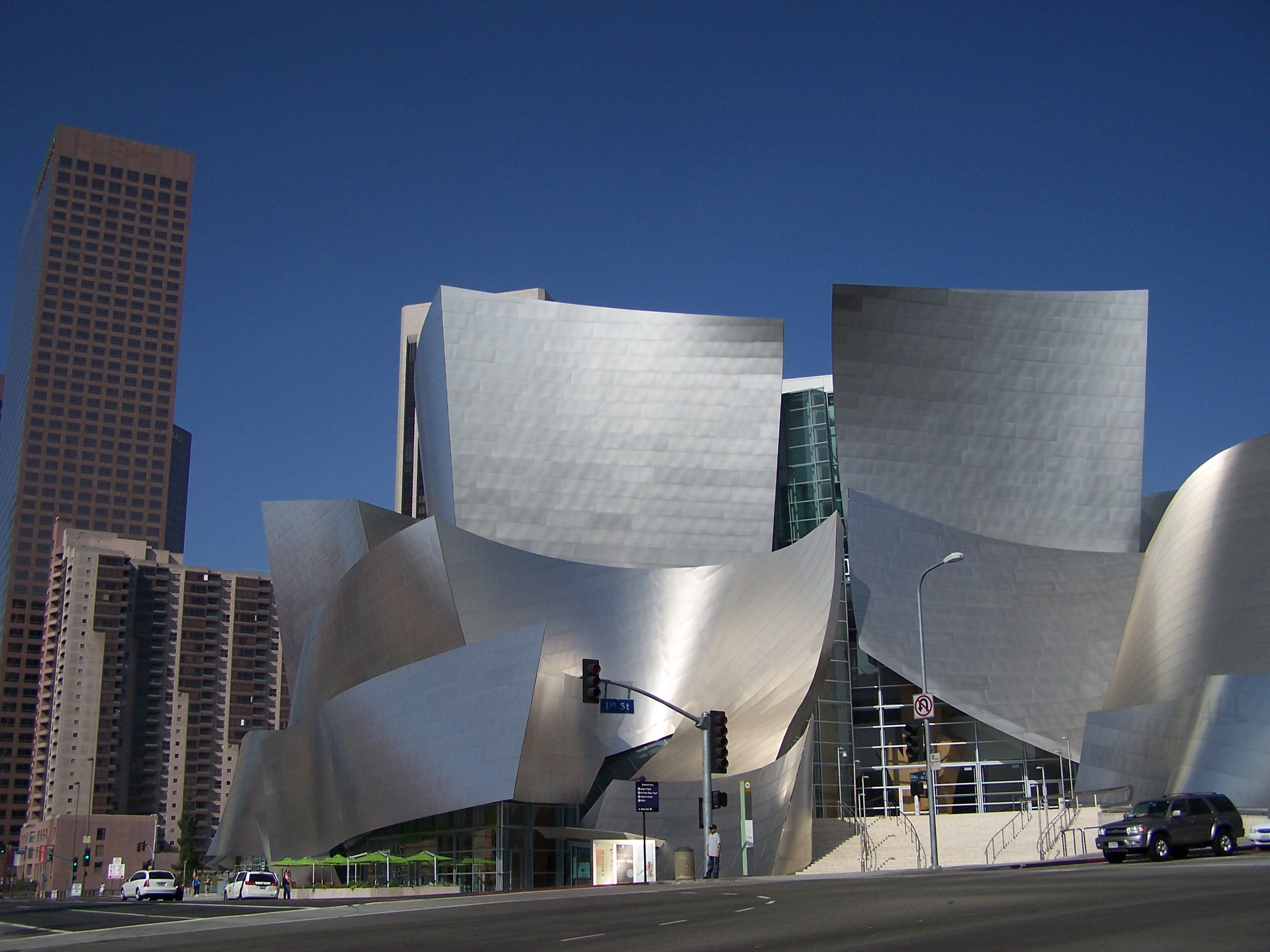 Architect perspective frank gehry genius of the walt for La architecture
